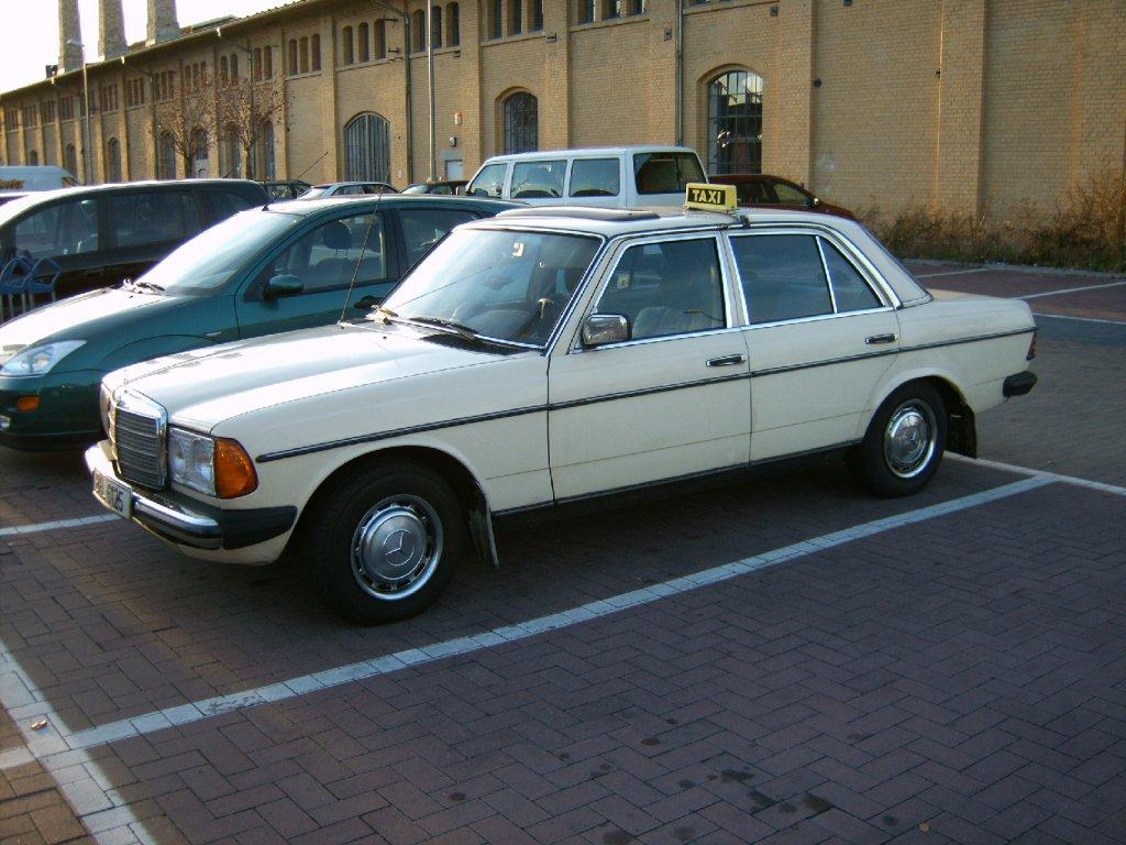 mercedes-benz-w123-taxi-auch-berlin-51280